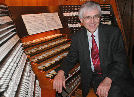 Ernst-Erich Stender an der Großen Orgel von Sankt Marien zu Lübeck(please click for download - CMYK, 2672x1940px, 8,72MB - The image is available free of charge for journalistic use with appropriate acknowledgement)